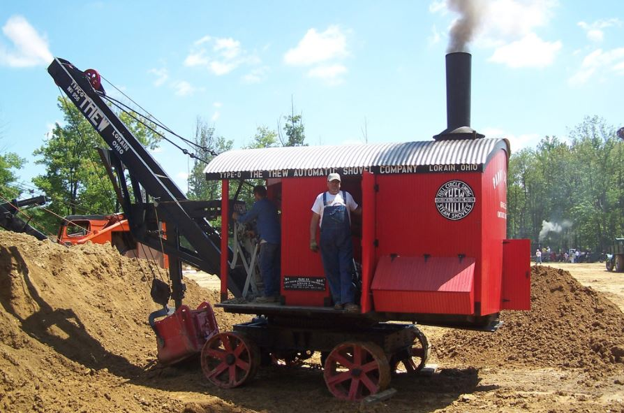 A restored Thew steam shovel operates at the National Pike show in Brownsville, PA.